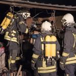 Verpuffung und Brand einer Garage fordert zwei verletzte Personen