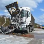 LKW kracht in Schilderwagen auf der A 71 bei Suhl