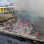Feuer zerstört landwirtschaftlich genutzte Lagerhalle in Tegau