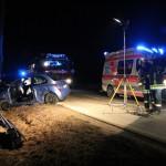 PKW Fahrer verlor Kontrolle und prallte frontal gegen einen Baum