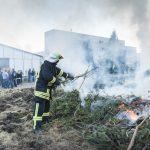 Osterfeuer in Blankenhain mit kurzer Unterbrechung für die Kameraden aufgrund einer Ölspur