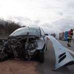 Peugeot schleudert auf der A4 in Leitplanke - Fahrerin schwerverletzt