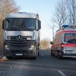 61-jähriger Fußgänger von LKW erfasst und schwer verletzt