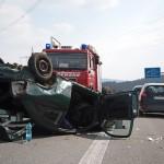 Drei schwerstverletzte Personen nach Überschlag auf der A4 bei Mellingen