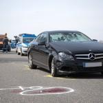 PKW erfasst rastende Eheleute auf Parkplatz und verletzt diese lebensbedrohlich