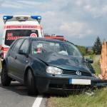 Volkswagen Golf prallt auf der K303 bei Wohlsborn frontal gegen Baum