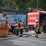 LKW verliert Bier- und Getränkekisten in Jenaers Innenstadt