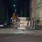 Audi missachtet Vorfahrt – VW Caddy überschlägt sich