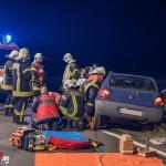 Fahrer lebensbedrohlich verletzt: Transporter erfasst PKW auf B7
