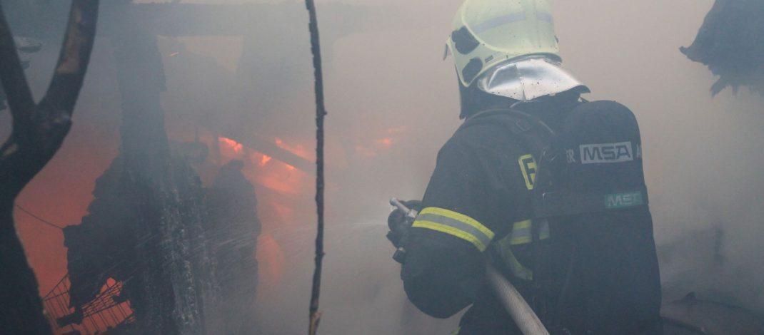 Gleich zwei Brände forderten die Feuerwehr Suhl am Sonntagabend