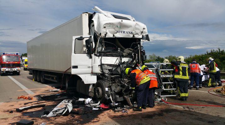 Schwerer Unfall Am Stauende Der A9 Bei Eisenberg Thüringen112de