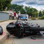 Motorradfahrer kollidiert mit Traktorgespann im Ilm-Kreis