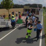 Straße voll gesperrt: Schweinetransporter bei Vogelsberg verunfallt