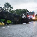 Fahrerin überschlägt sich bei Themar auf regennasser Fahrbahn