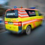Staplerunfall: Junger Mann will Umfallen der Ladung verhindern und wird erfasst