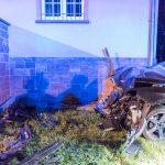 Fahrerin kollidierte bei Tiefengruben mit Hauswand und wird schwer verletzt