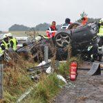 Unfälle auf Autobahnen im Regen: Teure Sportwagen zu Schrott gefahren