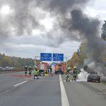 PKW auf der A4 am Hermsdorfer Kreuz ausgebrannt