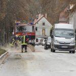 Kilometerlange Ölspur beschäftigt Feuerwehrleute in Blankenhain