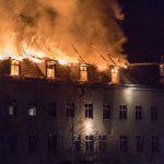 Dachstuhl der ehemaligen Porzellanfabrik in Blankenhain brannte in voller Ausdehnung