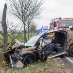 Eine tödlich und zwei schwerstverletzte Personen bei Unfall auf der B87