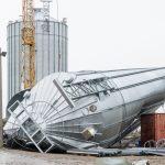 Hoher Schaden: Windböen bringen Getreidesilo in Berlstedt zu Fall