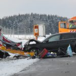 PKW kracht in Schilderwagen auf dem Standstreifen bei Heiligenstadt