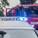 Brand in Mehrfamilienhaus: Bewohner evakuiert, 18-Jähriger verletzt