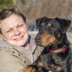 Frau rettet vermissten Hund aus eiskaltem Teich in Blankenhain