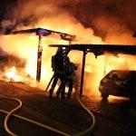 Fahrzeuge und Carport brennen in der Silvesternacht in Heiligenstadt