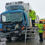 LKW-Fahrer nach Kollision auf A4 bei Ronneburg eingeklemmt und schwer verletzt