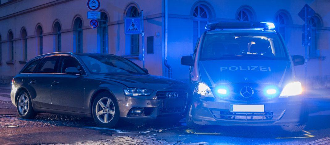 Polizeifahrzeug die Vorfahrt in Weimar genommen
