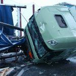 Lastkraftwagen verunglücken auf verschneiter Fahrbahn der A4 bei Gera