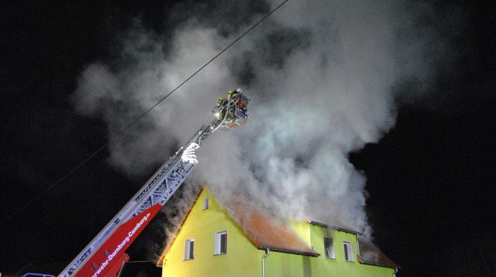 Kleinkind Gerettet 100 000 Euro Schaden Nach Wohnungsbrand Bei