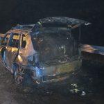 Notarzteinsatzfahrzeug auf A71 bei Voigtstedt komplett ausgebrannt