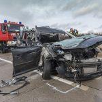 PKW kracht auf A4 bei Magdala in LKW – Beifahrerin eingeschlossen
