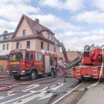 Großeinsatz der Feuerwehren bei Wohnhausbrand in Weimar