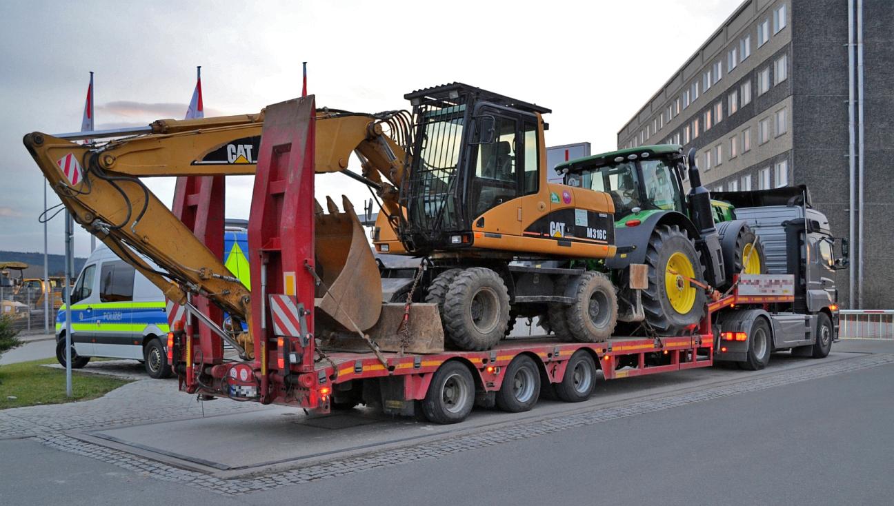 schwerlasttransport in gera mit 10 tonnen berladung. Black Bedroom Furniture Sets. Home Design Ideas