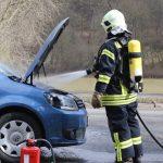 Brand im Motorraum nach technischem Defekt in Weimar