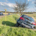 Kind im Auto: Golf schießt Corsa von der Straße bei Hohenfelden