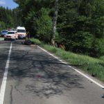 Kradfahrer durch die Luft geschleudert, weil Autofahrer kurz einnickte