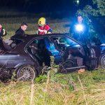 BMW bei Bad Berka von Straße abgekommen und Baum entwurzelt