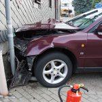 Kontrolle verloren: Fahrer kollidiert in Wümbach mit Wohnhaus