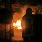 Berufsfeuerwehr löscht brennende Müllcontainer in Eisenach