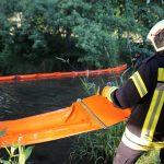 """Ölsperren eingesetzt: Diesel drang in den Fluss """"Leine"""" bei Uder"""