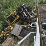 Bagger auf Bahnstrecke bei Kahla umgekippt - Arbeiter verletzt