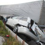 LKW zerquetscht Autos nach Reifenplatzer auf A9 bei Schleiz
