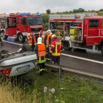 Fahrer eingeklemmt: PKW überschlägt sich auf der A4 bei Vieselbach