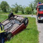 Junge Fahrerin überschlägt sich mit ihrem Fahrzeug