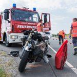 Ninja kracht in Auto: Motorradfahrer auf B85 schwer verletzt